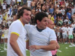 Uno que se queda (Andres Chavanne), junto a otro que deja la practica del rugby (Federico Mentz)