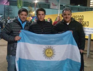 La bandera desplegada simbolo del apoyo a los Pumas