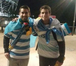 Para alentar a los Pumas, siempre un tucumano, Santiago Res Massu. Y compañia.