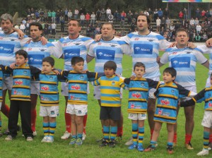Los Pumas Clasic entonando el himno nacional argentino