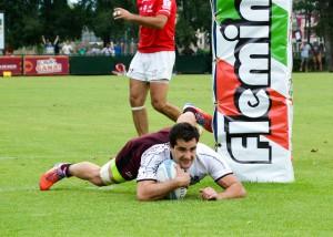 Sopo. Matías Fortuny se zambulle en el in goal cordobés. (Foto: P. Oriz / UAR)