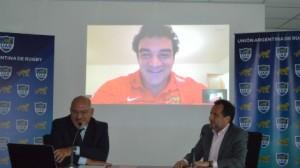 El presidente de la UAR, Carlos Araujo, anuncia la contratación de Agustín Creevy (Foto: UAR)