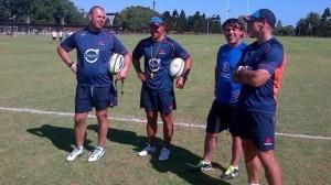 El tucumano con los entrenadores australianos.