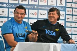 Buen humor. Agustín Creevy y Daniel Hourcade bromearon en la conferencia de prensa (Foto: M. Valdez)
