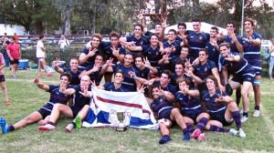 Con la Copa, los tres deditos arriba y las caras sonrientes. Buenos Aires, campeón del Argentino Juvenil.