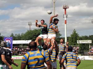 DUELO EN LAS ALTURAS. Tucumán Rugby ganó y no quiere alejarse de la punta que ahora es de Duendes.