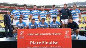 El equipo de Los Pumas recibiendo la medalla por ser finalista de Wellington.