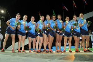 ¡Campeonas! Las tucumanas Isa Fontanarrosa, Sil Castro, Rita Cazorla y Lu Travesi con el oro en sus manos (Foto: Varas 2014)