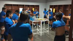 Estrenando vestuarios. Los Pumas se cambian en las nuevas instalaciones de Natación. (Foto: UAR)