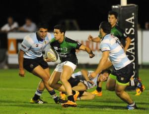 Atacando profundo la defensa santafecina. Así ganó anoche Tucumán Rugby. (Foto: La Gaceta)