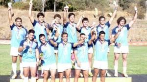 El equipo argentino a pleno festejando el oro. (Foto UAR)