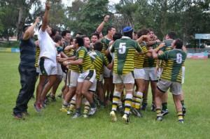 De festejo. Los jugadores de Tafí desatan su alegría tras el triunfo. (Foto: La Gaceta)